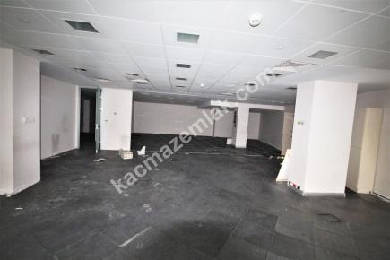 Şişli Plaza'da Kiralık 1.200 M² Plaza Katı, Ofis 26