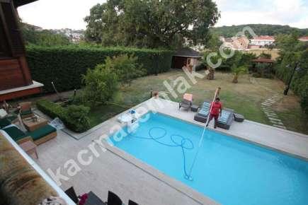 Sarıyer Kilyosta Havuzlu, Eşyalı 3 Katlı Müstakil Villa 11