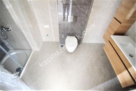 Bostancı Metroya Yakın Satılık Ön Cephe E.banyolu 3+1 17