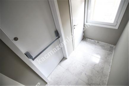 Bostancı Metroya Yakın Satılık Ön Cephe E.banyolu 3+1 15