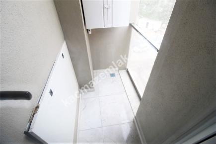 Bostancı Metroya Yakın Satılık Ön Cephe E.banyolu 3+1 10