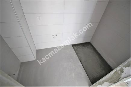 Küçükyalı Sahile Yakın Satılık E.banyolu Geniş 2+1Daire 13