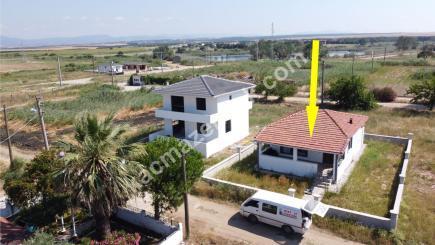 Biga Çeşmealtı Denizatı Sitesinde Satılık Bahçeli Ev 1